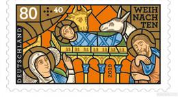 """Weihnachtsmarke 2019 zeigt Kirchenfenster """"Die Geburt Christi"""""""