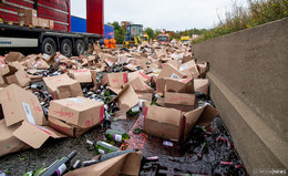 Zu schnell unterwegs? - Rotwein-Laster auf A 7 am Klebaer Berg verunglückt