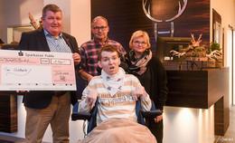 Platzhirsch Fulda übergibt 1.500 Euro an Tim Goldbach für innovative Therapie