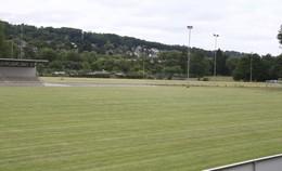Der Kunstrasenplatz im Stadion An der Oberau wird gebaut