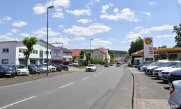 Sanierung der Frankfurter Straße: Neue Gehwege und Grünflächen geplant