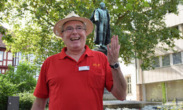 Denkmalführung mit Michael Adam - das inoffiziell scheußlichste Denkmal irritiert