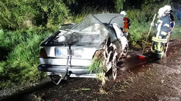 Auf regennasser Fahrbahn ins Schleudern geraten: 24-Jähriger verletzt