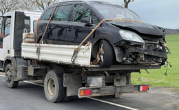 Gefahrengut geladen - Verkehrsunfall mit Lkw und Pkw bei Theobaldshof