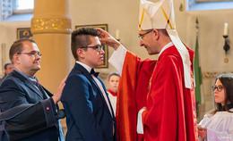 Erste Firm-Gottesdienste von Bischof Gerber in Haimbach und Neuenberg