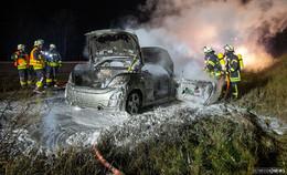 A7: Pkw brennt völlig aus - Fahrer rettet Flachbildschirm vor den Flammen
