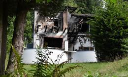 Vorsätzlicher Wohnhausbrand nach Straftat? – Mordkommission ermittelt