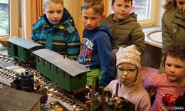 Modelleisenbahn trifft Krokodil - Doppelausstellung im Tümpelgarten