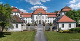 Schloss Fasanerie erwacht: neue Lindenallee und saniertes Teehaus