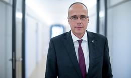 Peter Beuth (CDU) über Corona, Impfen, Sport & Katastrophenschutz
