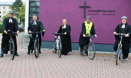 Mit dem Fahrrad zum Open-Air Gottesdienst am Bonhoefferhaus