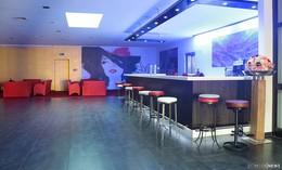 """Eröffnungsparty: """"Ästhetik – Club & Lounge"""" – Burlesque- und Martiniglasshow"""