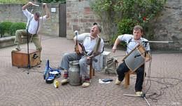 Die Rhöner Säuwäntzt boten großartiges Konzert vor der Stiftskirche