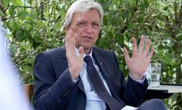 Ministerpräsident Bouffier äußert sich zurückhaltend zur Bundesnotbremse