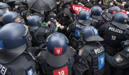 1. Mai-Demonstrationen: Krawalle und Festnahmen in der Mainmetropole