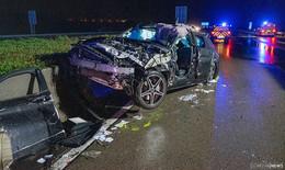 Auto überschlägt sich mehrfach auf A7 - Fahrer (47) schwer verletzt