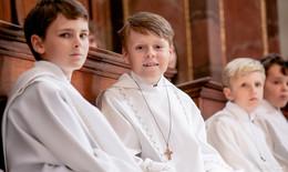 Erstkommunion in der Stadtpfarrkirche (2): Endlich am Tisch des Herrn