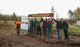 Aufforstungsprojekt: Die ersten 3.000 Bäume sind fairpflanzt