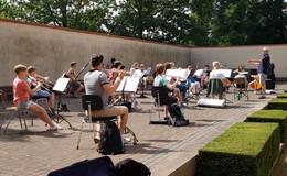 Ensembles der Musikschule machen Straßenmusik