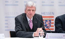 Viele Geschäfte schließen - Regierungschef Bouffier: Tiefgreifende Maßnahme