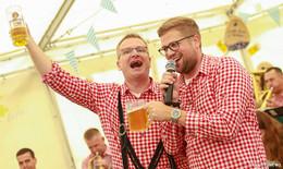 O'zapft mit Leusler Musikern – Bierkrugstemmen und Wettmelken