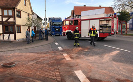 Auto fängt Feuer nach Auffahrunfall auf der B 254