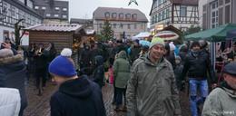 Trotz Regen: Gersfelder lassen sich Weihnachtsstimmung nicht nehmen