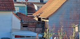 Marodes Haus im Stadtteil Kathus wird seit Montag abgerissen