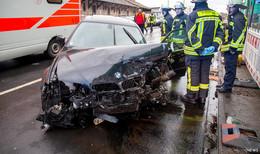 Frontalzusammenstoß zweier BMW - vier Verletzte