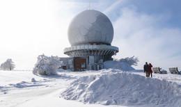 Blauer Himmel und eisige Schneelandschaft: Winterimpressionen aus der Rhön
