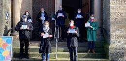 Türschild-Kampagne der Christuskirche will Zeichen gegen Rassismus setzen