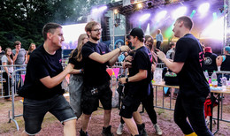 Haune Rock am Freitag: Fünf Bands rocken die Bühne und begeistern