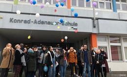 Für benachteiligte Kinder: Konrad-Adenauer-Schüler lassen Ballons steigen