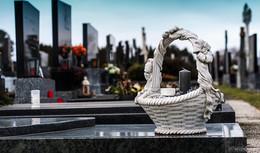 Abstand halten! Bestattungen und Trauerfeiern sind weiterhin möglich