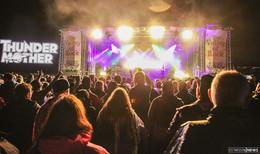 Winterrakete heizt auf dem Haune-Rock Festivalgelände ein