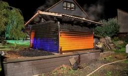 Gartenhütte in Brand geraten - Feuerwehr verhindert Schlimmeres