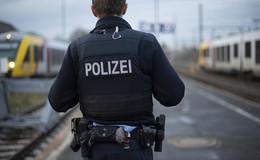 Mit 1,8 Promille: Randalierer (17) in Bundespolizeiwache - Handfesseln angelegt