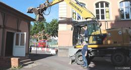 Abrissarbeiten gestartet: Alte Aula der Stadtschule weicht Multifunktionsbau