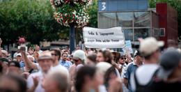 Verschwörungsgläubige und Nazis: Angriffe auf Journalisten verfünffacht