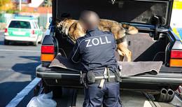 Großangelegte Kontrollen: Polizei, Zoll und Feldjäger am Kirchheimer Dreieck