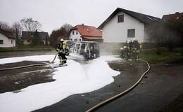VW Caddy in Traisbach komplett ausgebrannt