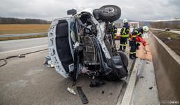 Unfall auf A7: Sprinter kippt um - zwei Gasflaschen geladen