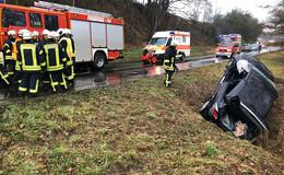 Fahrer in Pkw-Wrack eingeklemmt  -  Rettungshubschrauber im Einsatz
