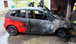 Garagenbrand breitet sich glücklicher Weise nicht auf Nachbargebäude aus