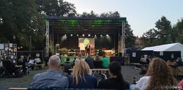 Praise im eigenen Park: über 500 Teilnehmer feiern zu Hause