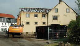 Arbeiten für Wohnhaus mit Rossmann-Filiale haben begonnen