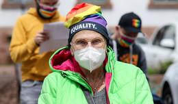Barbarossastadt setzt Zeichen: Regenbogenfahne vor Rathaus zum IDAHOBIT