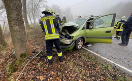 Verkehrsunfall in Jossa: Opel prallt gegen Baum - 69-Jähriger schwer verletzt