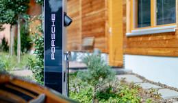 Kooperation Porsche und Zuspann: E-Ladesäulen in der Waldgaststätte Praforst