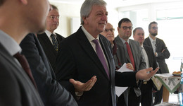 Ministerpräsident Volker Bouffier informiert sich über Beratungsarbeit